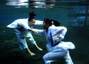 """""""Pertandingan Karate sudah biasa dilakukan di darat maka untuk kali ini kami mencoba sesuatu yang beda"""", ujar Apry Aje Salah satu anggota MUC yang juga pengelola PIM Photo Community"""