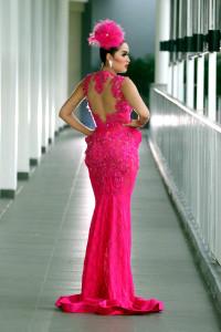 Hiara Cleopatra sangat menyukai setiap detail keindahan dari dres yang di pakainya.